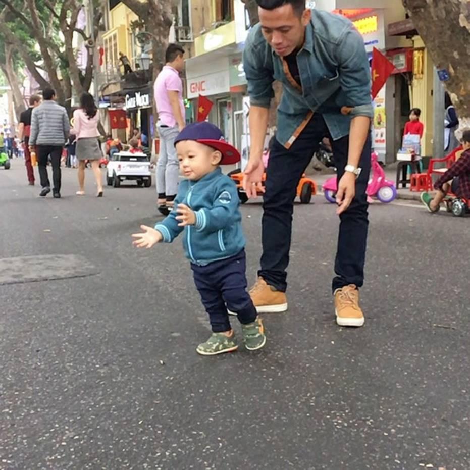 Ông bố bỉm sữa quốc dân gọi tên dàn cầu thủ Việt Nam: Giặt giũ, tắm gội, cho con ngủ anh cân tất!-14