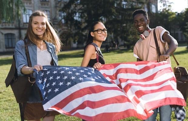 Nền kinh tế Mỹ đang mất hàng tỷ đô la vì lượng du học sinh giảm-1