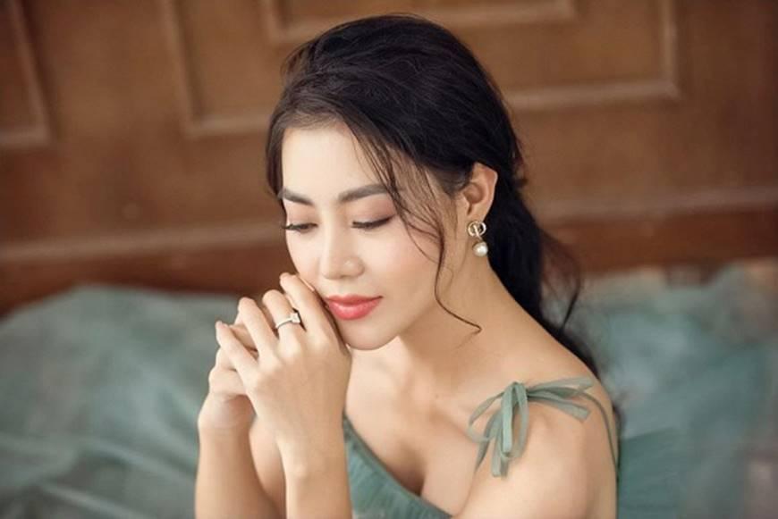 Thanh Hương diện đầm 2 dây xòe, dịu dàng và ngọt ngào đến lạ-3