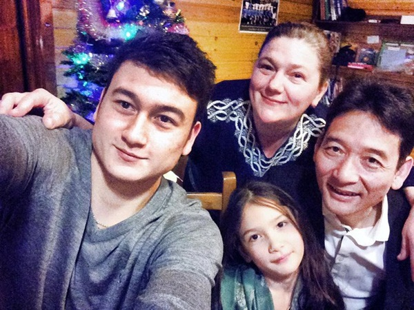 Văn Lâm ôm chầm mẹ tại sân bay Nga sau hai năm xa nhà-2