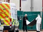 Video: Mở container tử thần ở Anh, nhiều người gần chết ngạt chui ra-1