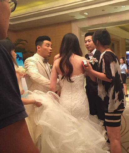 Ngày cưới bất ngờ bị dúi 1 thứ vào tay, 3 tháng sau cô dâu ly hôn trong sững sờ-1