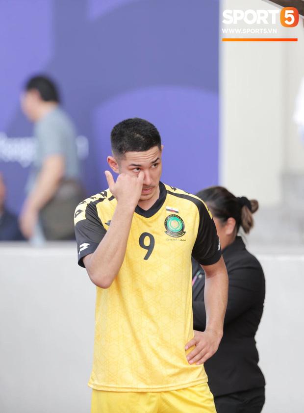 HLV Park Hang-seo bức xúc vì pha lật kèo của U22 Brunei: Cầu thủ giàu nhất thế giới không được đăng ký nhưng lại bất ngờ ra sân đá chính một cách đầy khó hiểu-3