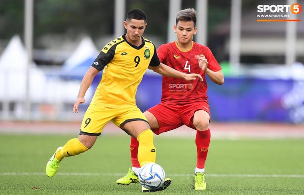HLV Park Hang-seo bức xúc vì pha lật kèo của U22 Brunei: Cầu thủ giàu nhất thế giới không được đăng ký nhưng lại bất ngờ ra sân đá chính một cách đầy khó hiểu-6