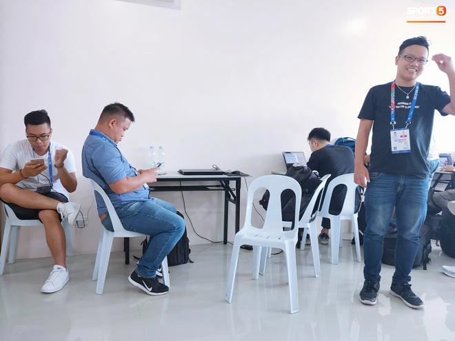 Sai sót khó chấp nhận của BTC SEA Games: Đình Trọng hồi sinh, phòng họp báo thiếu thốn, phóng viên tác nghiệp khổ sở ở trận U22 Việt Nam đấu Brunei-9