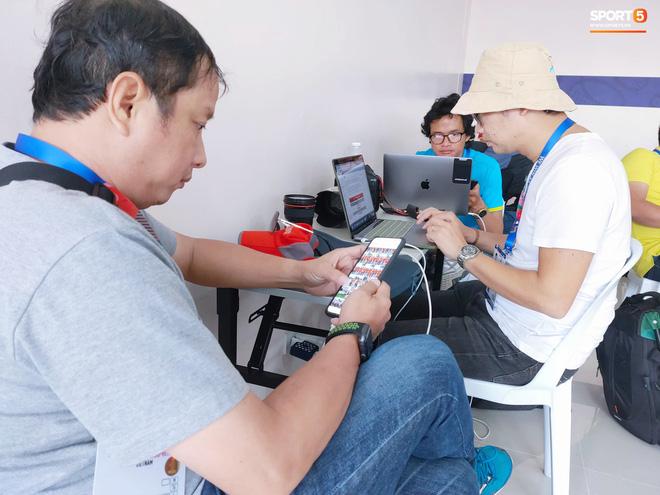 Sai sót khó chấp nhận của BTC SEA Games: Đình Trọng hồi sinh, phòng họp báo thiếu thốn, phóng viên tác nghiệp khổ sở ở trận U22 Việt Nam đấu Brunei-8