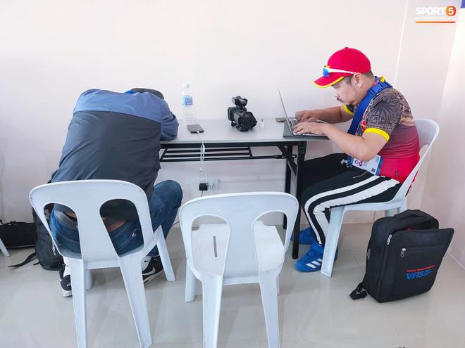 Sai sót khó chấp nhận của BTC SEA Games: Đình Trọng hồi sinh, phòng họp báo thiếu thốn, phóng viên tác nghiệp khổ sở ở trận U22 Việt Nam đấu Brunei-7