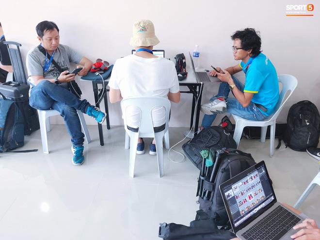 Sai sót khó chấp nhận của BTC SEA Games: Đình Trọng hồi sinh, phòng họp báo thiếu thốn, phóng viên tác nghiệp khổ sở ở trận U22 Việt Nam đấu Brunei-6