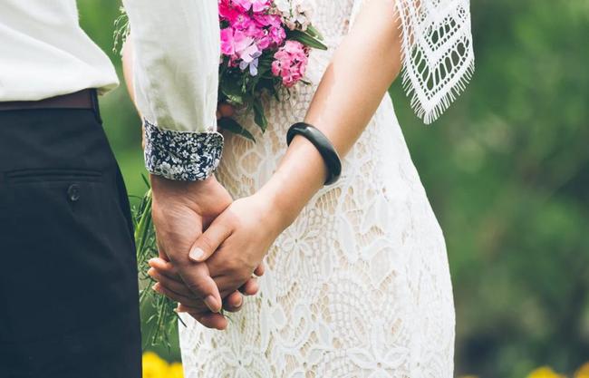 Phát hiện chồng sắp cưới ngoại tình trước hôn lễ 3 ngày, cô dâu liền gửi quà đến tình địch, tắt điện thoại và đi Maldives hưởng trăng mật sớm với 1 người-2