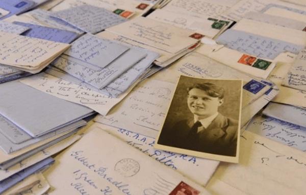 Hơn 600 bức thư tình trong 6 năm và tình yêu trong bóng tối của 2 người đàn ông giữa bom đạn chết chóc nhưng không có kết cục đẹp-1
