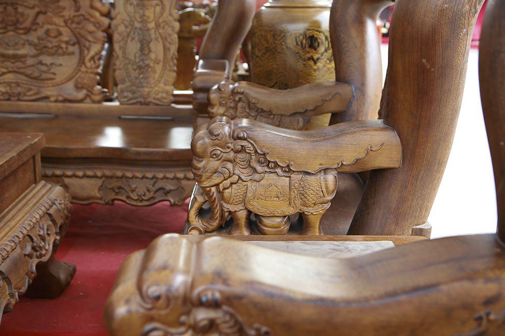 """Cận cảnh bộ bàn ghế khủng"""" giá hàng trăm triệu đồng ở Hà Nội-11"""