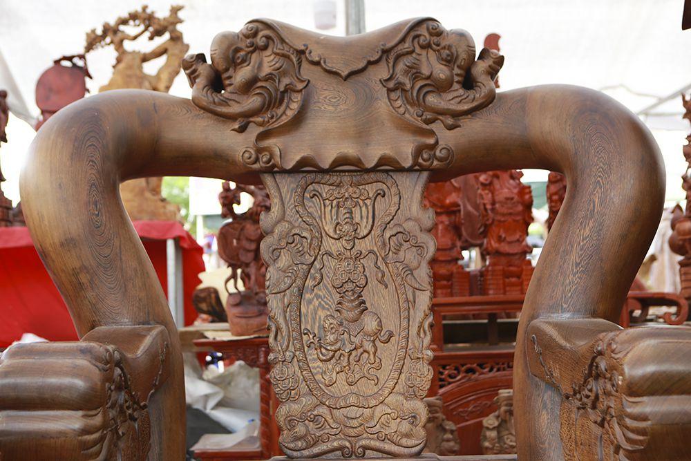"""Cận cảnh bộ bàn ghế khủng"""" giá hàng trăm triệu đồng ở Hà Nội-12"""