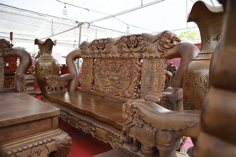"""Cận cảnh bộ bàn ghế khủng"""" giá hàng trăm triệu đồng ở Hà Nội-3"""