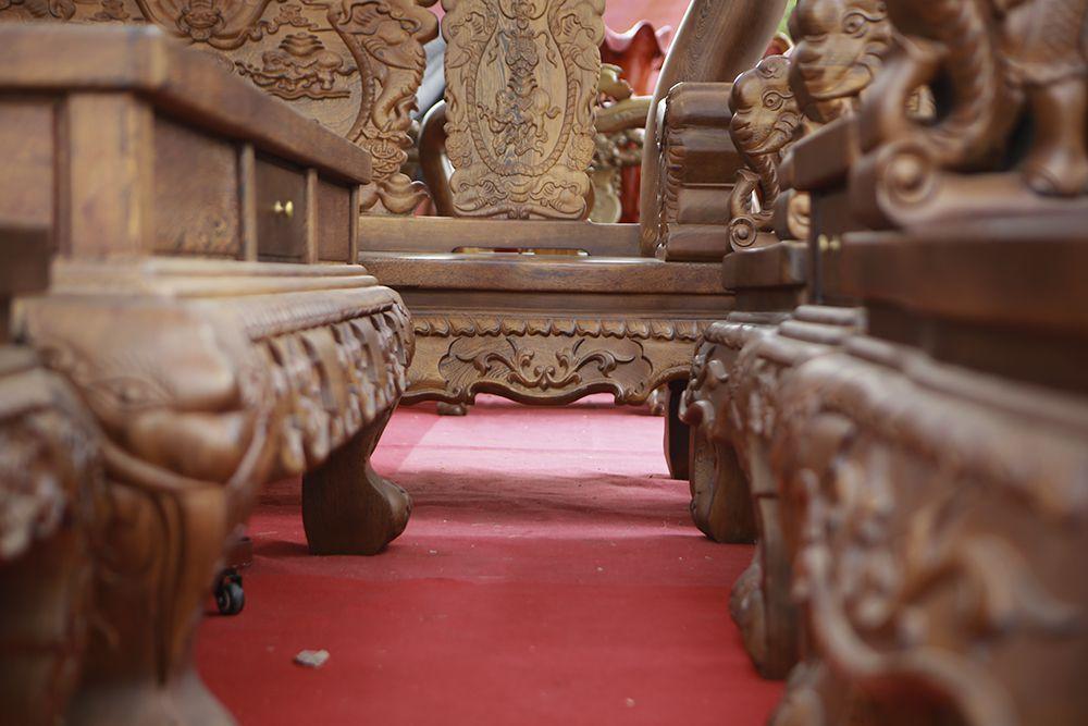 """Cận cảnh bộ bàn ghế khủng"""" giá hàng trăm triệu đồng ở Hà Nội-8"""