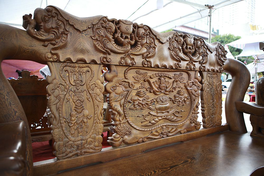 """Cận cảnh bộ bàn ghế khủng"""" giá hàng trăm triệu đồng ở Hà Nội-10"""