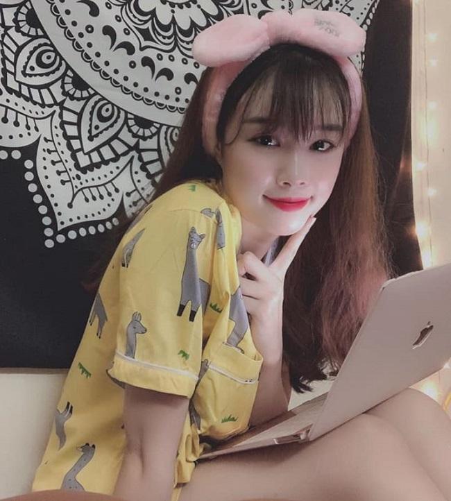 Bạn gái Văn Toàn lúc nhí nhảnh dễ thương, khi diện bikini cực chất-1