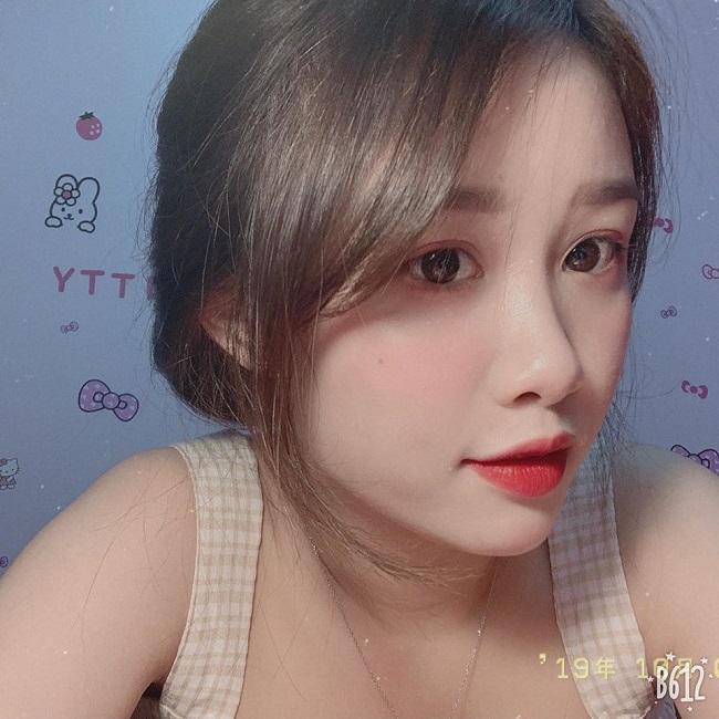 Bạn gái Văn Toàn lúc nhí nhảnh dễ thương, khi diện bikini cực chất-7