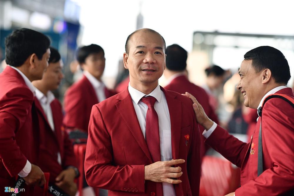 Đoàn TTVN phủ sắc đỏ sân bay Nội Bài trước giờ sang Philippines-4