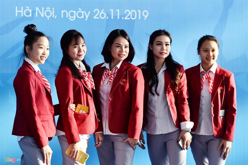 Đoàn TTVN phủ sắc đỏ sân bay Nội Bài trước giờ sang Philippines-9