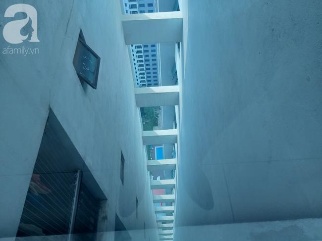 Vụ bé gái rơi từ tầng 39 ở Hà Nội: Gọi con gái dậy ăn sáng đi học, bố mẹ hốt hoảng đi tìm thì chết lặng trước sự thật đau lòng-4