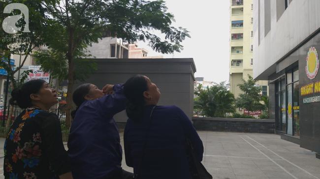 Vụ bé gái rơi từ tầng 39 ở Hà Nội: Gọi con gái dậy ăn sáng đi học, bố mẹ hốt hoảng đi tìm thì chết lặng trước sự thật đau lòng-6