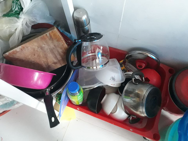 Lại xuất hiện những hình ảnh ở bẩn bất chấp khiến dân mạng lắc đầu chán ngán: Nhà cửa không quét, bát đĩa bốc mùi-4