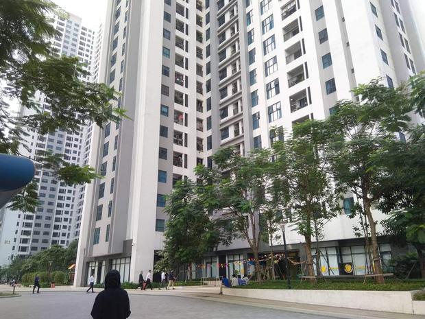 Nhân chứng vụ bé gái 11 tuổi rơi từ tầng 39 chung cư xuống đất tử vong: Người bố đau đớn, ngồi thất thần trước thi thể con-2