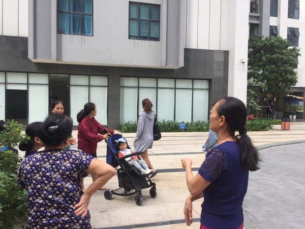 Nhân chứng vụ bé gái 11 tuổi rơi từ tầng 39 chung cư xuống đất tử vong: Người bố đau đớn, ngồi thất thần trước thi thể con-4