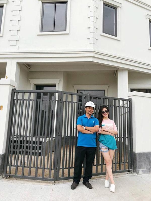 5 nữ đại gia cùng tuổi Vbiz: Người sở hữu 6 sổ đỏ, kẻ xây biệt thự 20 tỷ tặng bố mẹ-14