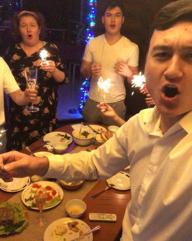 Hé lộ món bánh đặc biệt khiến mẹ Đặng Văn Lâm bật khóc mang ra sân bay cho con trai-6