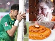Hé lộ món bánh đặc biệt khiến mẹ Đặng Văn Lâm bật khóc mang ra sân bay cho con trai