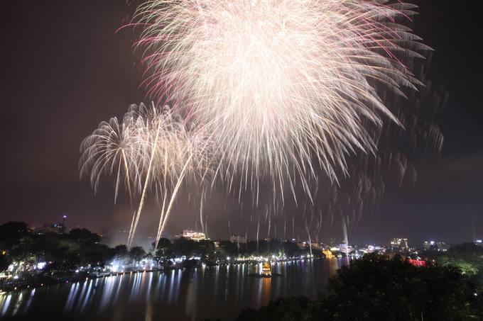 Hà Nội bắn pháo hoa tại 30 điểm đêm Giao thừa Tết Nguyên đán Canh Tý 2020-1