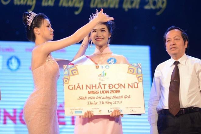 Nguyễn Hà Kiều Loan và dàn hoa khôi đại học 10X-1