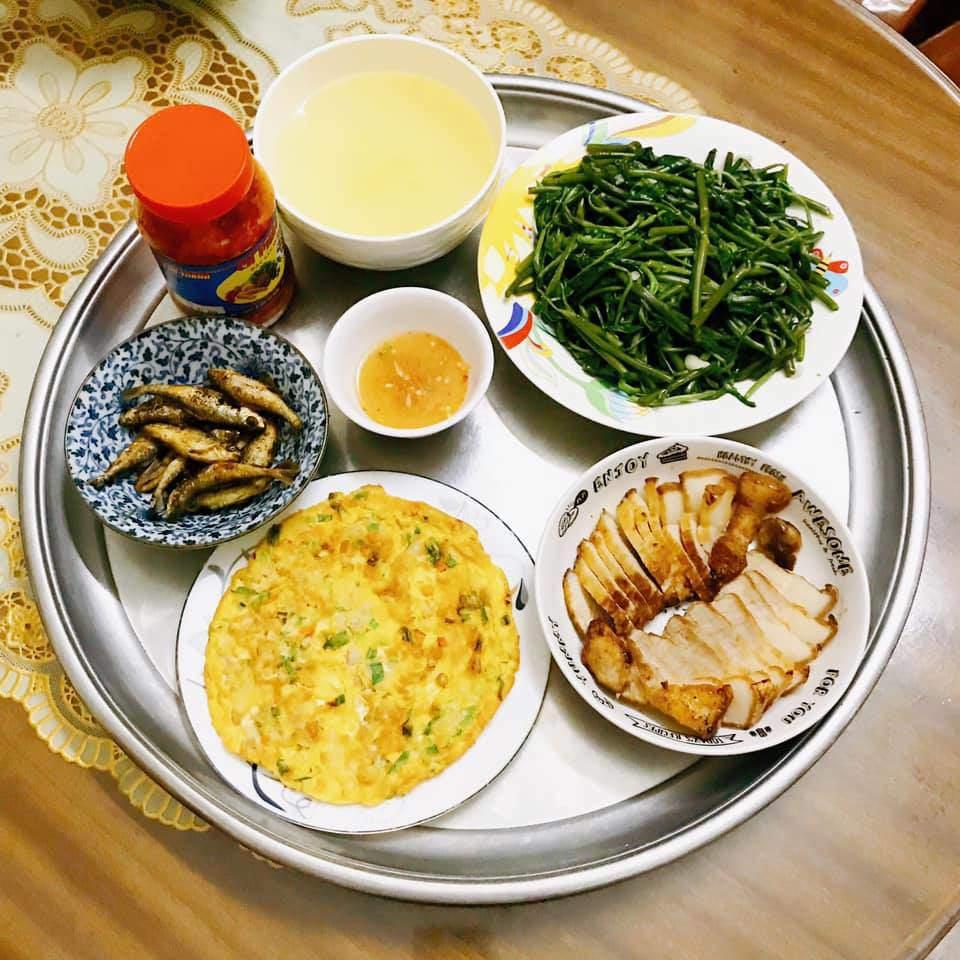 Mâm cơm gái Nghệ An nấu cho 5 người chưa tới 100k vẫn đề huề khiến chồng khen nở mũi-6