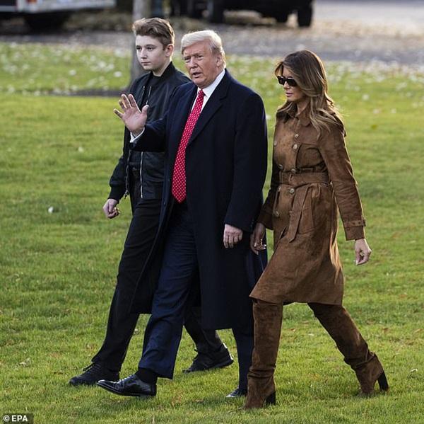 Quý tử nhà Trump xuất hiện, chiếm hết spotlight với vẻ đẹp tựa nam thần cùng chiều cao khủng khó ai sánh kịp-1
