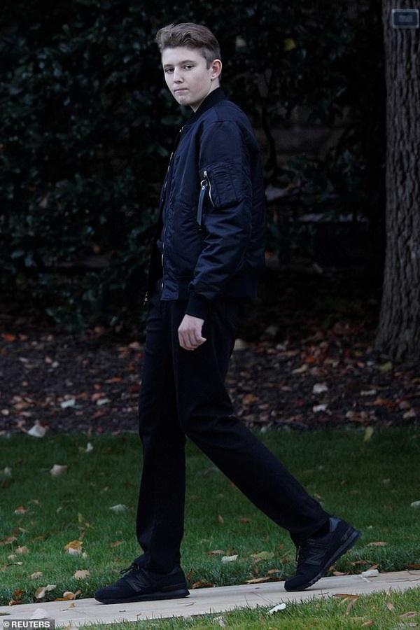 Quý tử nhà Trump xuất hiện, chiếm hết spotlight với vẻ đẹp tựa nam thần cùng chiều cao khủng khó ai sánh kịp-2