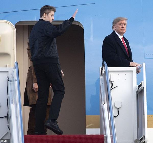 Quý tử nhà Trump xuất hiện, chiếm hết spotlight với vẻ đẹp tựa nam thần cùng chiều cao khủng khó ai sánh kịp-3