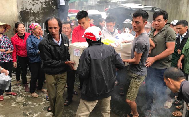 Hàng nghìn người đón thi thể các nạn nhân tử vong trong thùng xe cotainer ở Anh về quê nhà Nghệ An, Hà Tĩnh-1