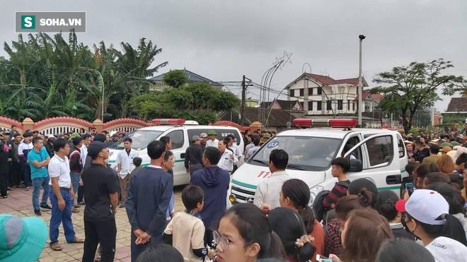 Hàng nghìn người đón thi thể các nạn nhân tử vong trong thùng xe cotainer ở Anh về quê nhà Nghệ An, Hà Tĩnh-2