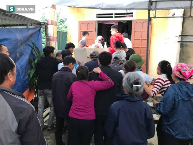 Hàng nghìn người đón thi thể các nạn nhân tử vong trong thùng xe cotainer ở Anh về quê nhà Nghệ An, Hà Tĩnh-6
