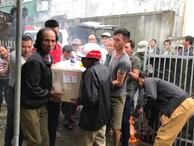 Hàng nghìn người đón thi thể các nạn nhân tử vong trong thùng xe cotainer ở Anh về quê nhà Nghệ An, Hà Tĩnh