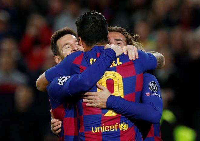 Messi vượt Ronaldo, lập kỷ lục ghi bàn tại Champions League-2
