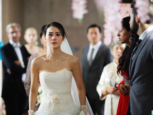 Đám cưới đang tưng bừng thì một cô gái lên sân khấu giật mic của MC tuyên bố Tôi phản đối đám cưới giả tạo này nhưng chú rể lại rất ngơ ngác-1