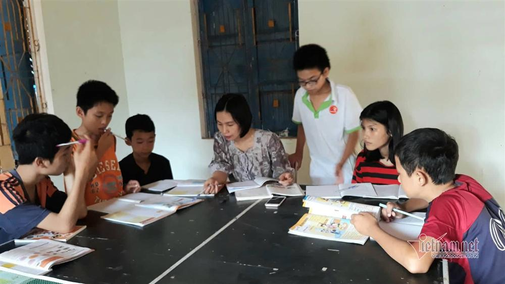 Cô giáo Quảng Trị 8 năm dạy tiếng Anh miễn phí cho học sinh-1