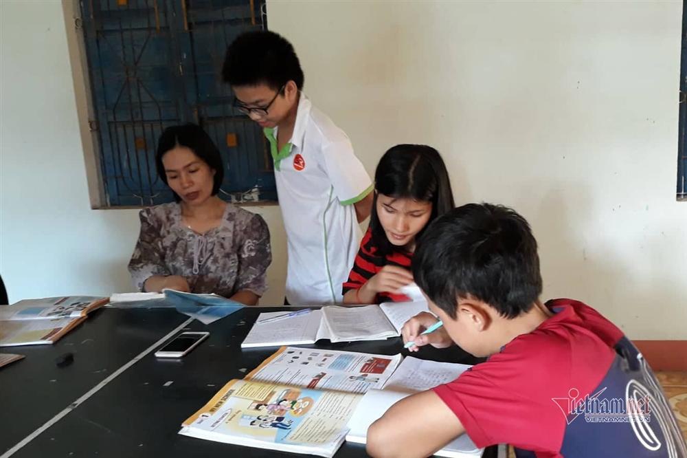 Cô giáo Quảng Trị 8 năm dạy tiếng Anh miễn phí cho học sinh-2