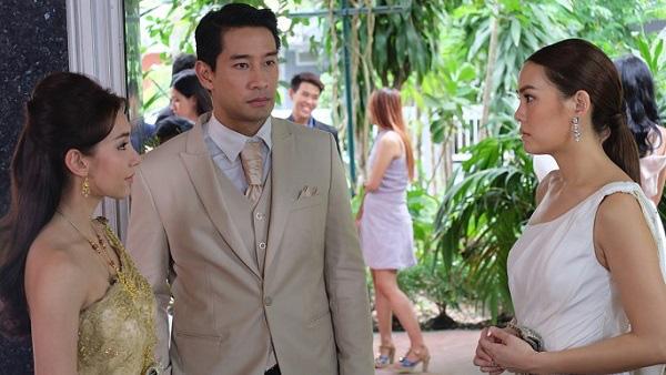 Quá hận người yêu cũ, tôi đến đám cưới của anh ta nâng ly chúc mừng rồi tiện thể ghé tai cô dâu thì thầm vài lời-2