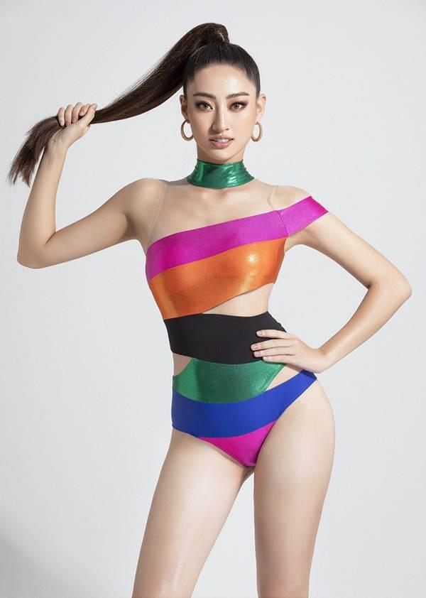 Lương Thùy Linh mặc bikini cắt xẻ táo bạo, khoe đôi chân cực phẩm dài 1m22-7