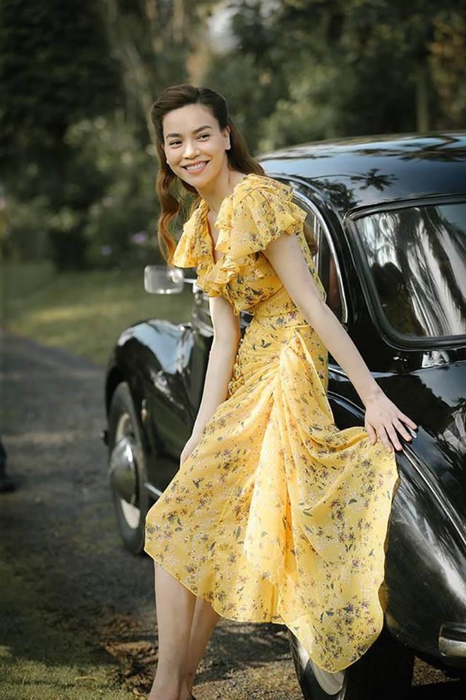 Đụng hàng chiếc đầm hoa 60 triệu với mỹ nhân khắp châu Á, Hồ Ngọc Hà vẫn đẹp bất bại-14