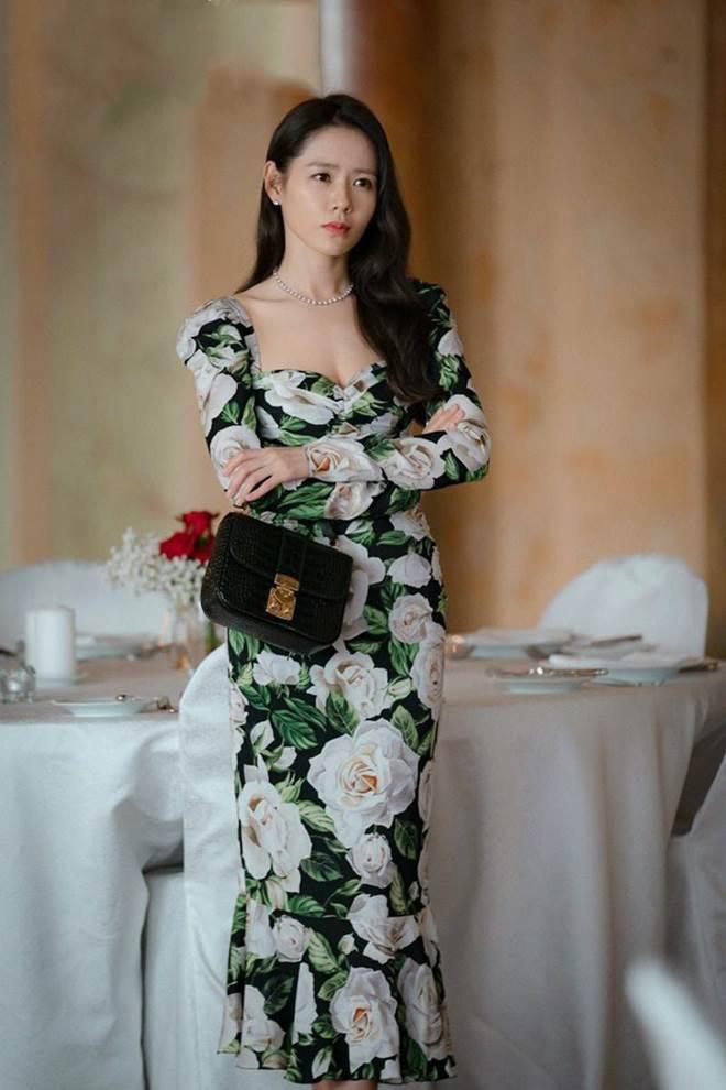 Đụng hàng chiếc đầm hoa 60 triệu với mỹ nhân khắp châu Á, Hồ Ngọc Hà vẫn đẹp bất bại-8
