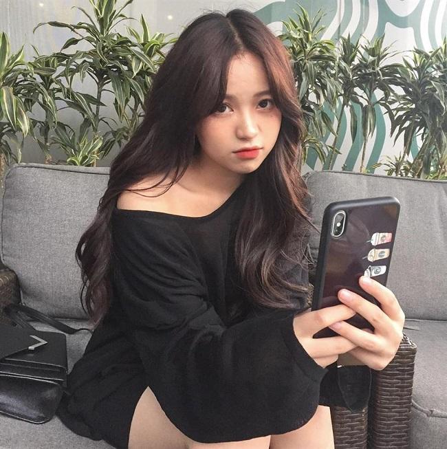 Quang Hải đá chính, bạn gái tin đồn khoe sắc tiếp lửa U22 Việt Nam đấu U22 Lào-7